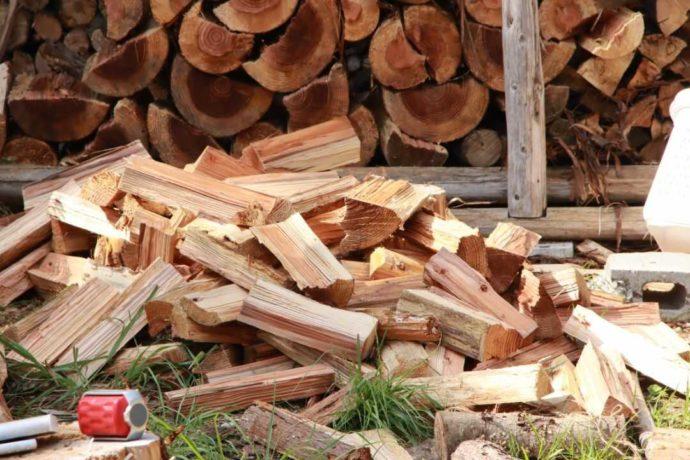 芦見谷芸術の森で販売されている薪