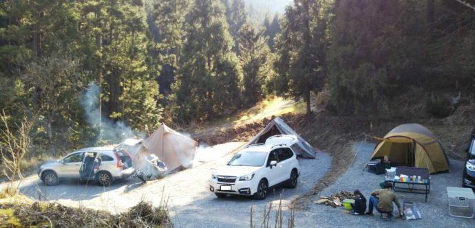芦見谷芸術の森の大きなテントでも使いやすいオートサイト