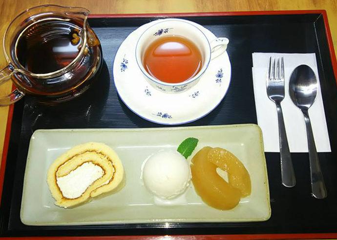千葉県館山市にあるcafé123のロールケーキセット