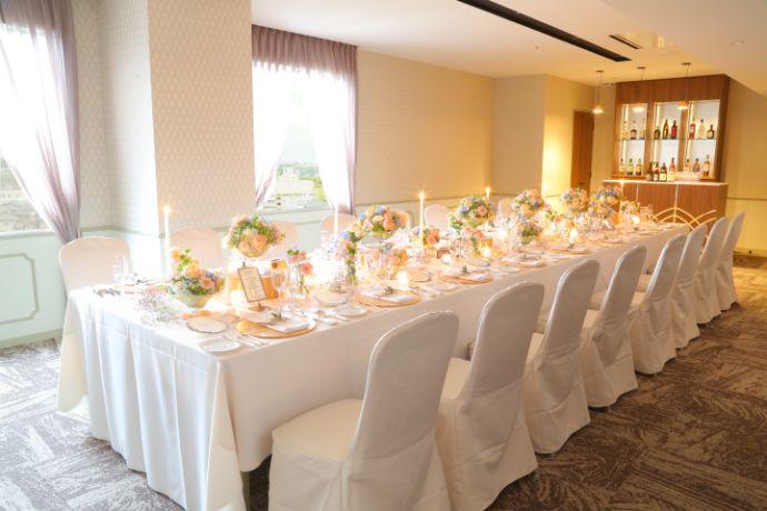 オークスカナルパークホテル富山のフルール会場のテーブルデコレーション一例