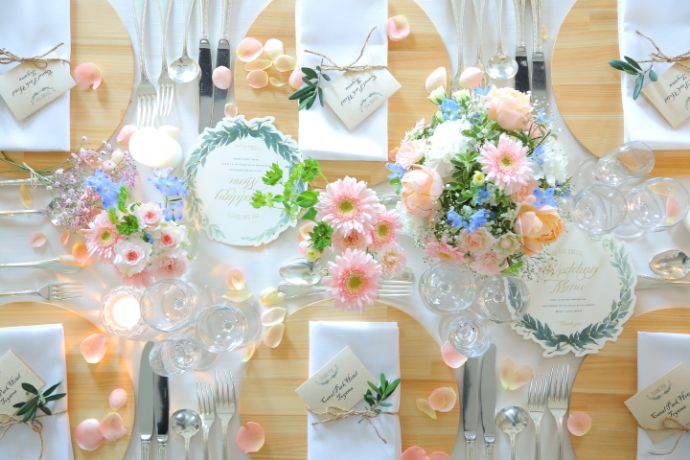 オークスカナルパークホテル富山のフルール会場テーブルの飾りつけ