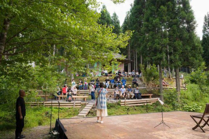 芦見谷芸術の森の野外ステージ
