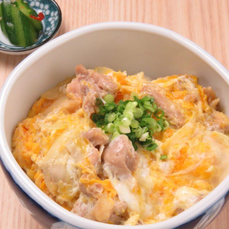 焼鳥と金の伊達鶏の藁焼おやこ丼(¥1,000)