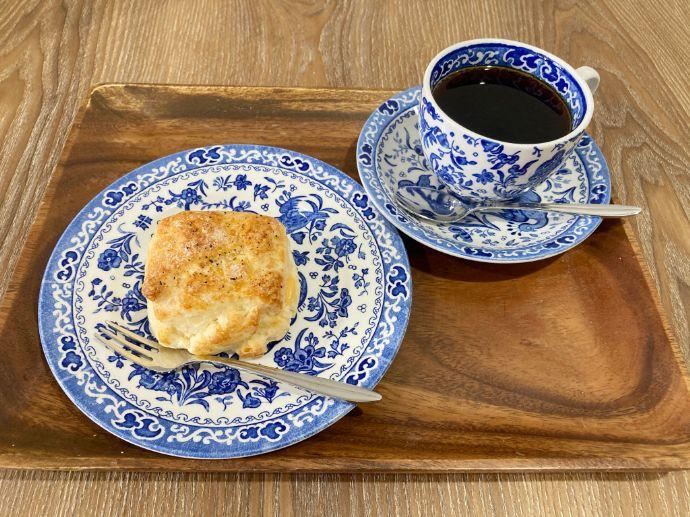 スクロップ コーヒー ロースターズ 青山店のチーズスコーン