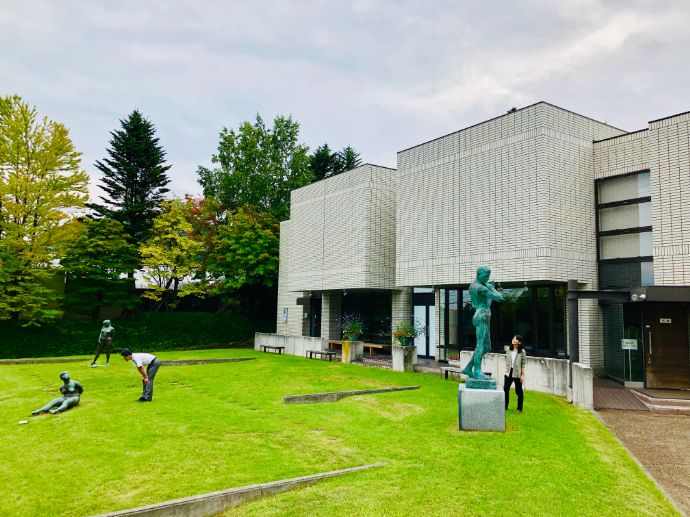 本郷新記念札幌彫刻美術館の庭園にある彫刻