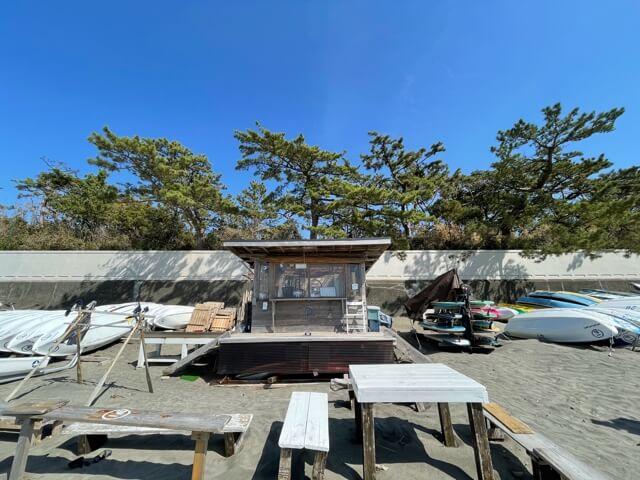 神奈川県三浦郡葉山町にある一色BASEのデッキスペース