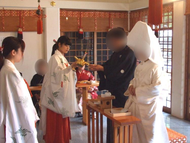 開口神社の神前結婚式は雨天でも執り行うことが可能ですか