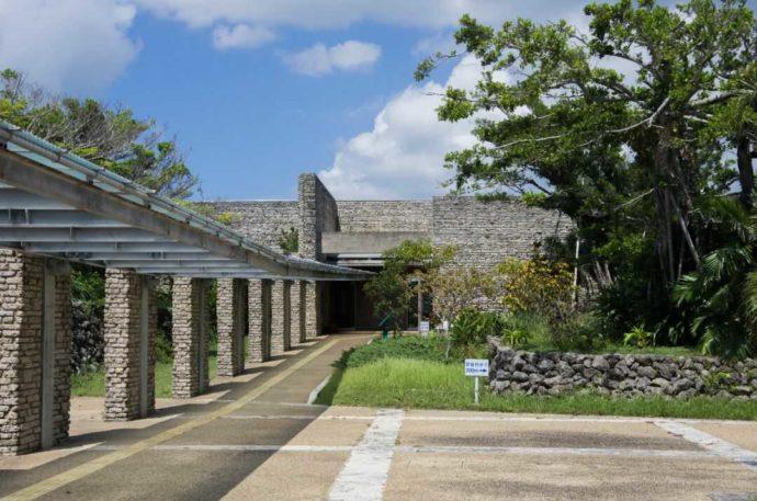 田中一村記念美術館の入口