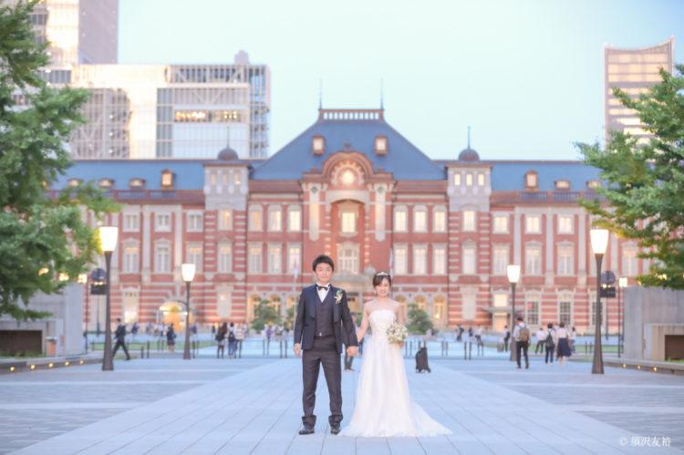 アメリカンホリデーズで東京駅でのロケーション撮影をするご夫婦