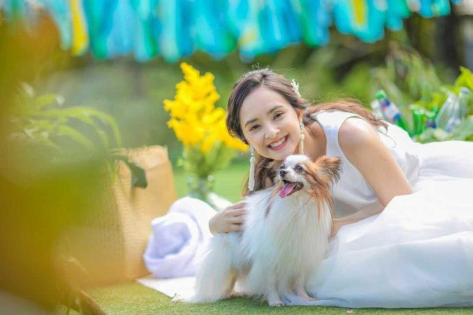 愛犬と一緒に「アンジェローブ」で挙式できることに笑顔の花嫁