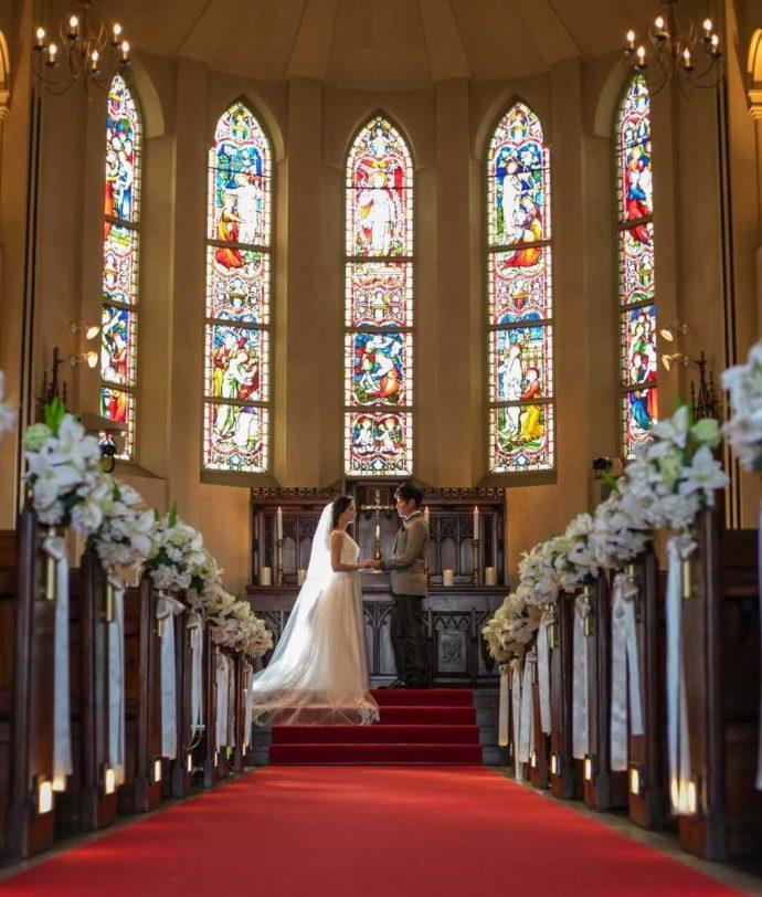 自然光が入る本物のステンドグラスが輝く「サン・パレルモ大聖堂」