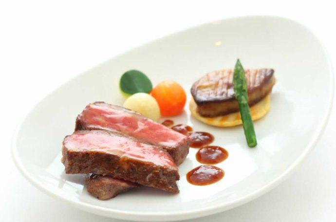 ホテルアウィーナ大阪の披露宴の牛ステーキ
