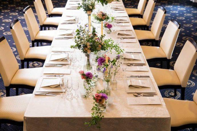 ホテルアウィーナ大阪の披露宴会場「生駒」のテーブルコーディネート
