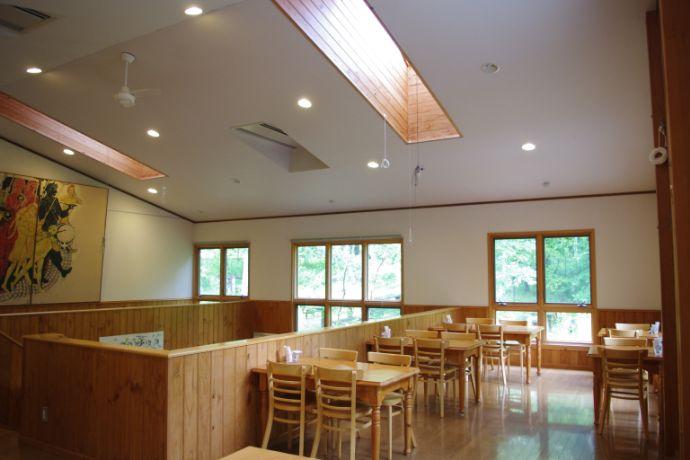 八ヶ岳小さな絵本美術館の喫茶スペース