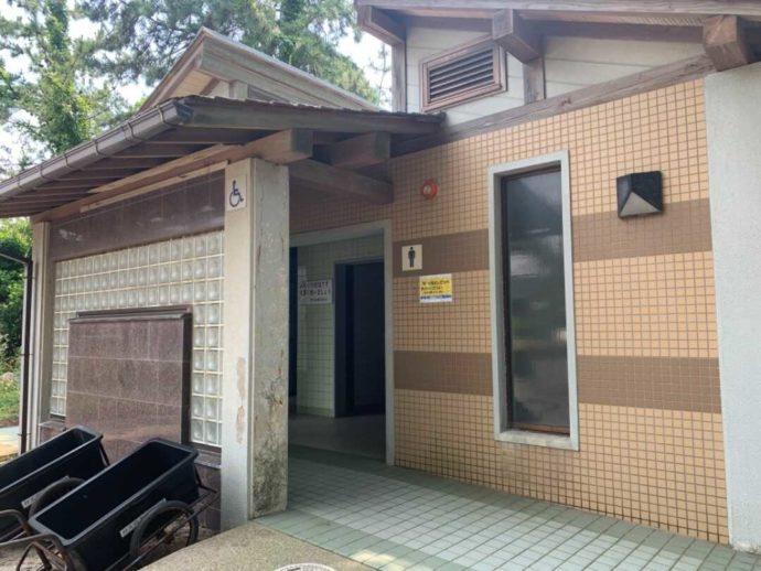 兵庫県豊岡市にある弁天浜キャンプ場のトイレ