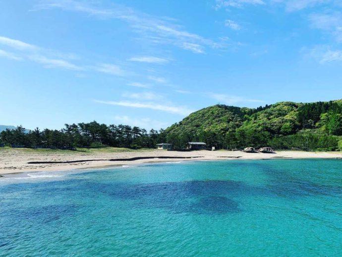 兵庫県豊岡市にある弁天浜キャンプ場から眺めた海