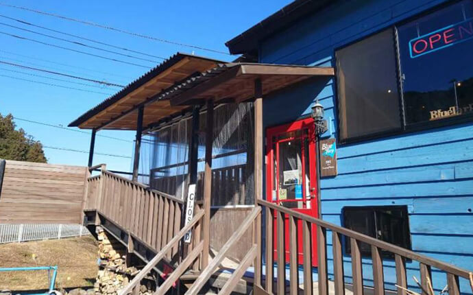 埼玉県飯能市にあるBBQ&Camping Kitchen BlueTarpの外観
