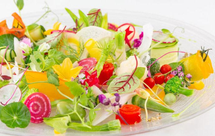 「ぶどうの木ウェディング」の披露宴で提供される新鮮野菜を使ったサラダ