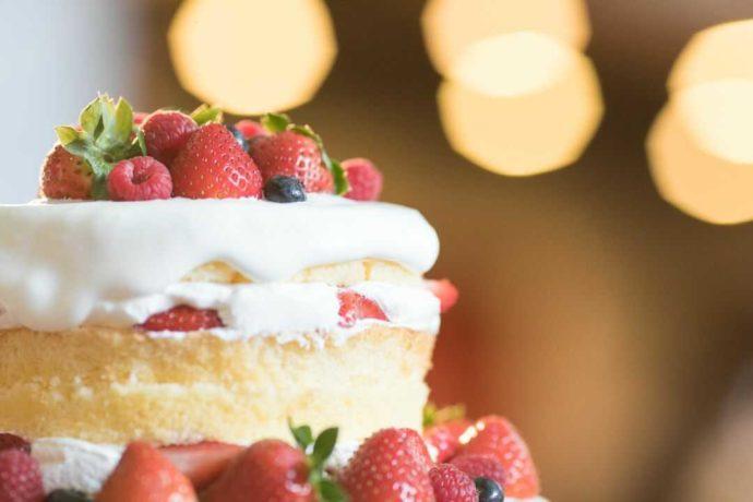 「ぶどうの木ウェディング」の披露宴で提供されるケーキ