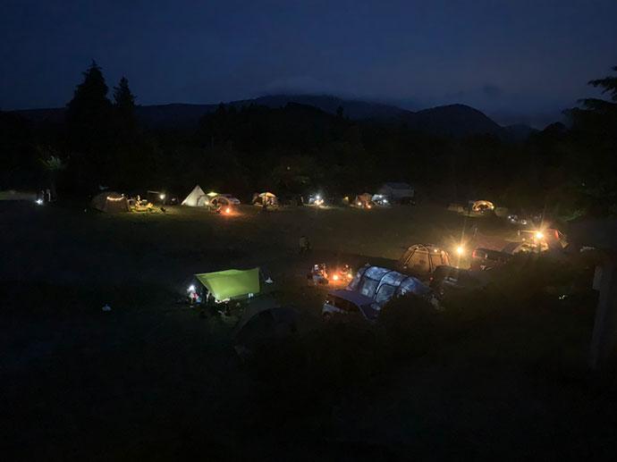 「キャンピース」のグラウンドの夜景