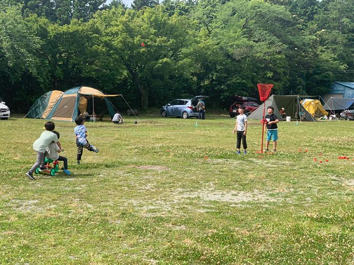 「キャンピース」で遊ぶ子供たち