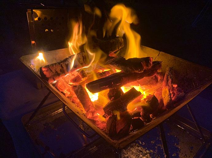 「キャンピース」の焚き火