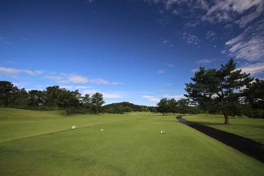 福島県いわき市にある「ヘレナ国際カントリー倶楽部」12番ホールティグランドより望む風景