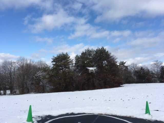 雪化粧のドローン、ラジコン飛行場
