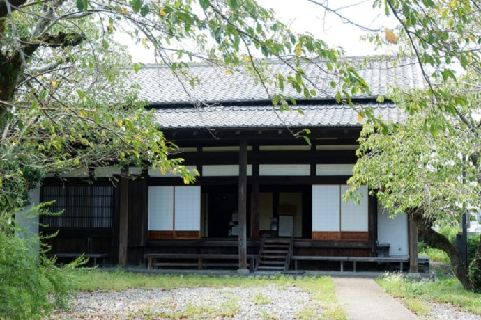 島田市博物館近くの街道沿いにある川会所(川越遺跡)