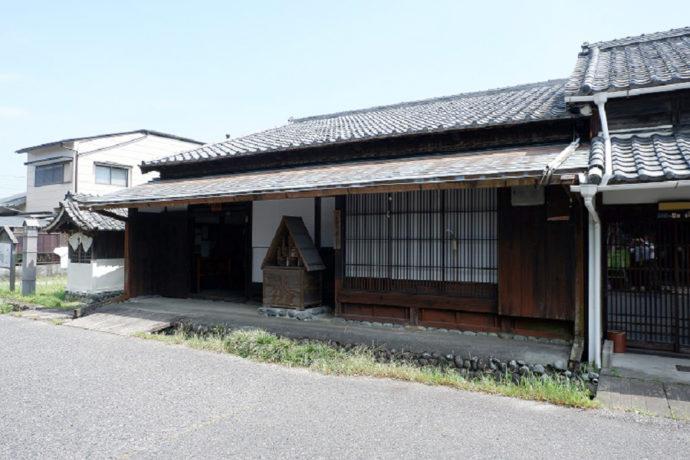 島田市博物館近くの街道沿いにある三番宿(川越遺跡)