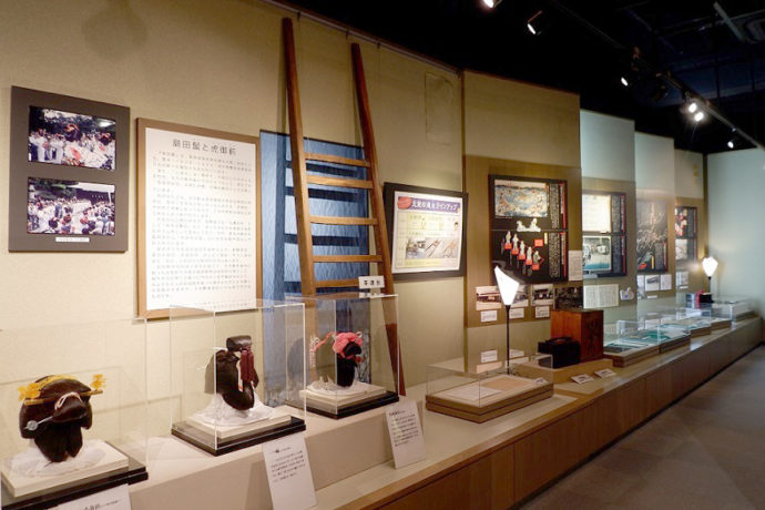 島田市博物館本館の展示(島田髷・川越しコーナー)