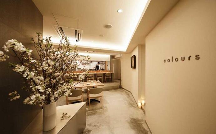 東京都港区六本木にあるイタリアン料理店coloursの入り口