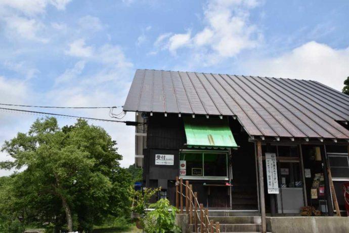 新潟県南魚沼郡にある大源太キャニオンキャンプ場の管理棟