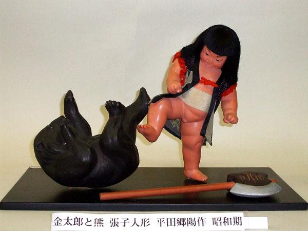 日本人形博物館・日本招き猫館の「金太郎と熊」