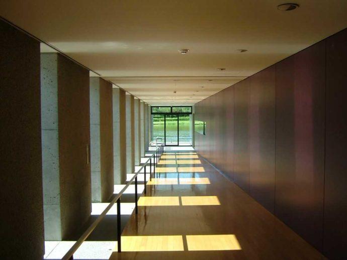 土門拳記念館の渡り廊下