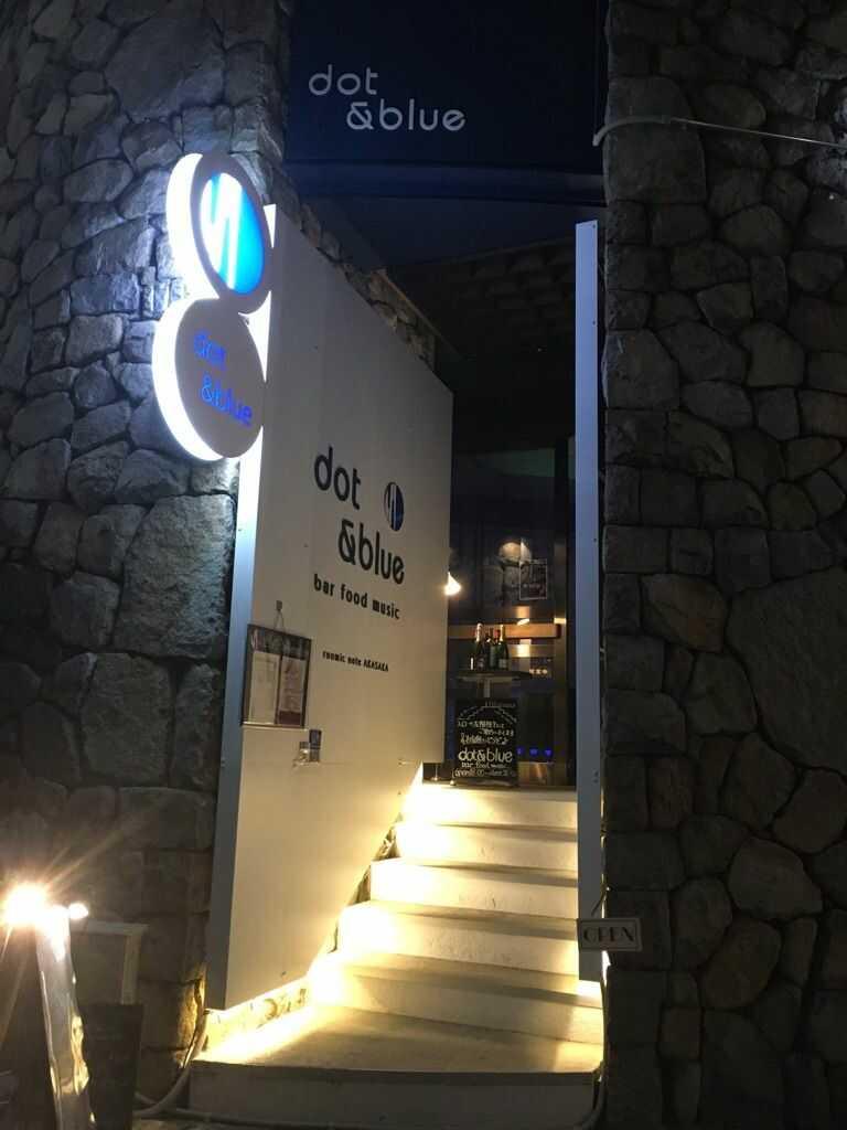 港区にある「dot&blue」の入口