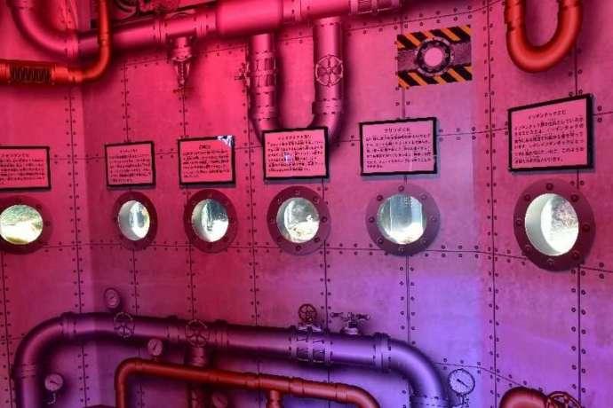 エビとカニの水族館の潜水艇