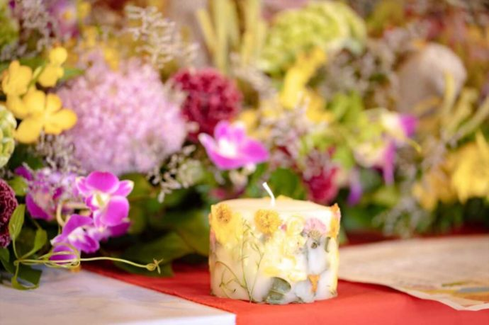 曹洞宗 永松山 龍泉寺の仏前結婚式のお花を使ったろうそく