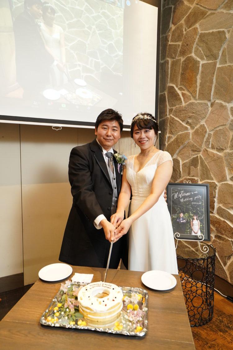 「EMOTIONAL PARTY!」のオンライン結婚式でのケーキ入刀風景中継
