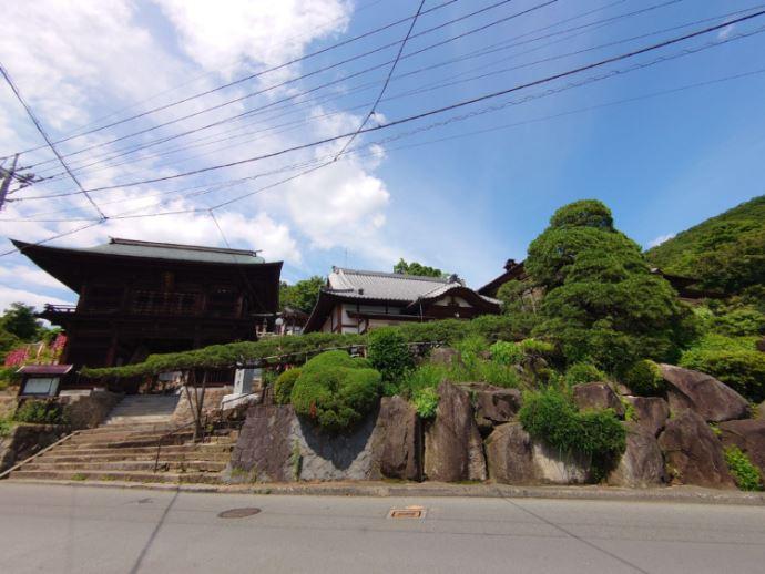 塩澤寺を訪れた際の見どころはどこですか?