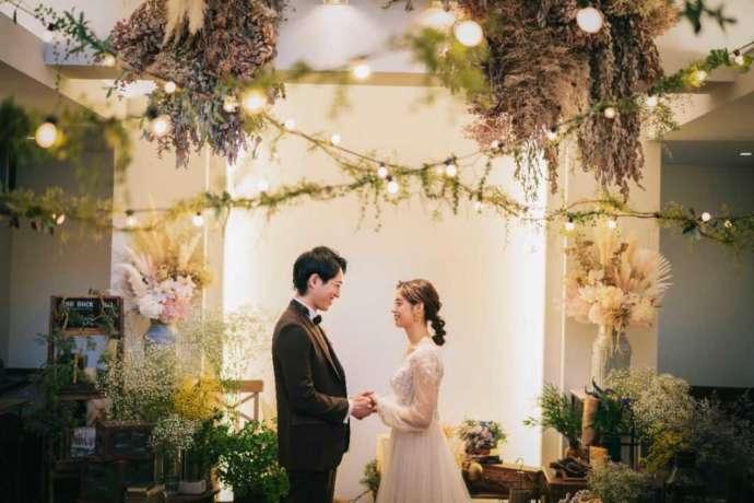 フェリーチェガーデン日比谷の結婚式で見つめ合う夫婦