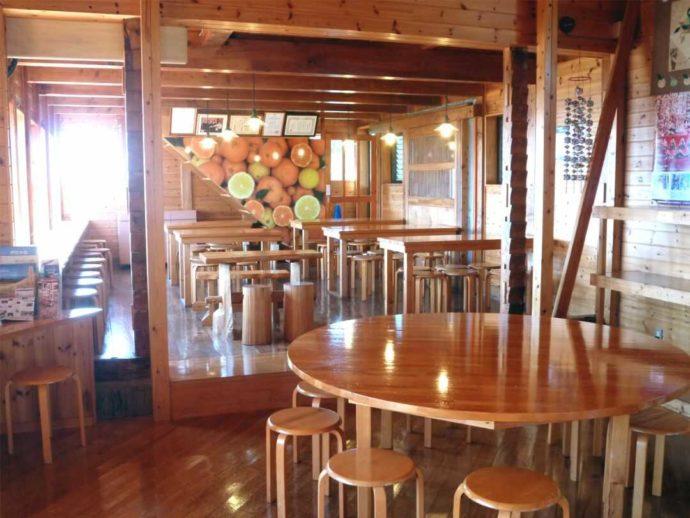 静岡県賀茂郡にある「ふたつぼり」のカフェの内観