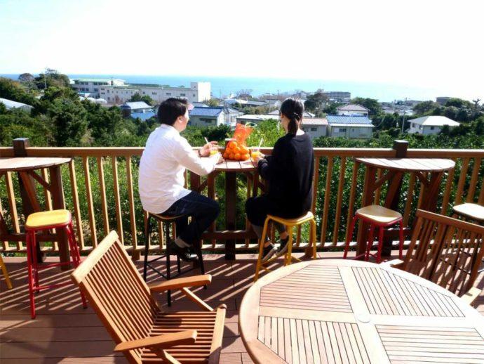 静岡県賀茂郡にある「ふたつぼり」のカフェのテラス席