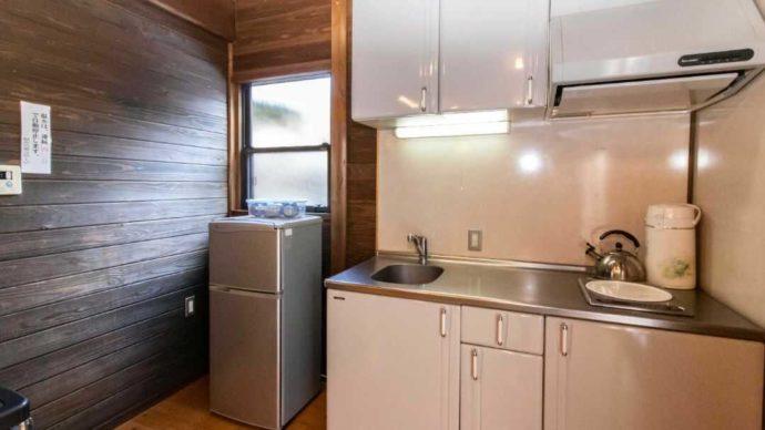 一位の宿の和風コテージのIH専用キッチン
