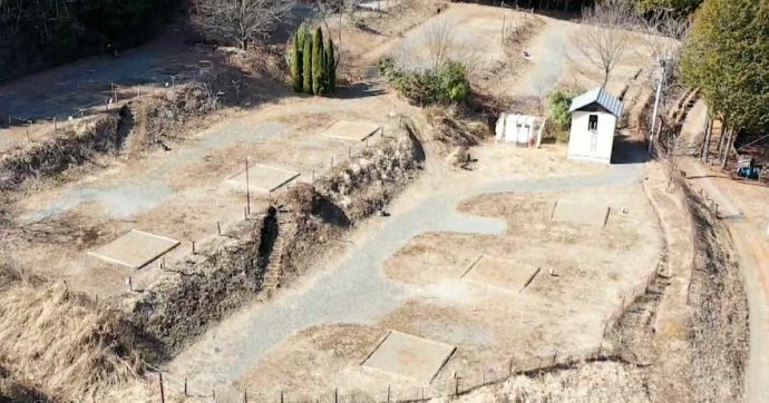 山梨県都留市にある「和みの里」のオートキャンプ場の丸太囲い無しのサイト6区画