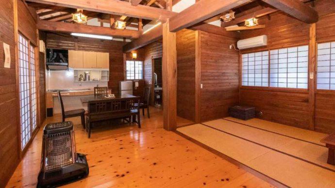 一位の宿の和風コテージの和室風景