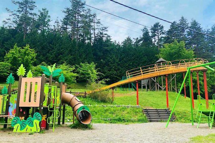 山梨県都留市にある「和みの里」の遊具広場