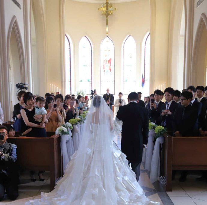 愛知県岡崎市にあるザ・グランドティアラ岡崎で着るドレスのイメージ