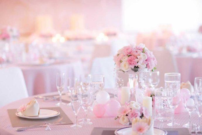 ピンクが可愛らしい花巻温泉ウエディングテーブルコーディネート
