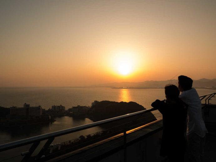 かんざんじロープウェイの山頂から見る夕日